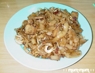 Fried Kway Teow with Taugeh